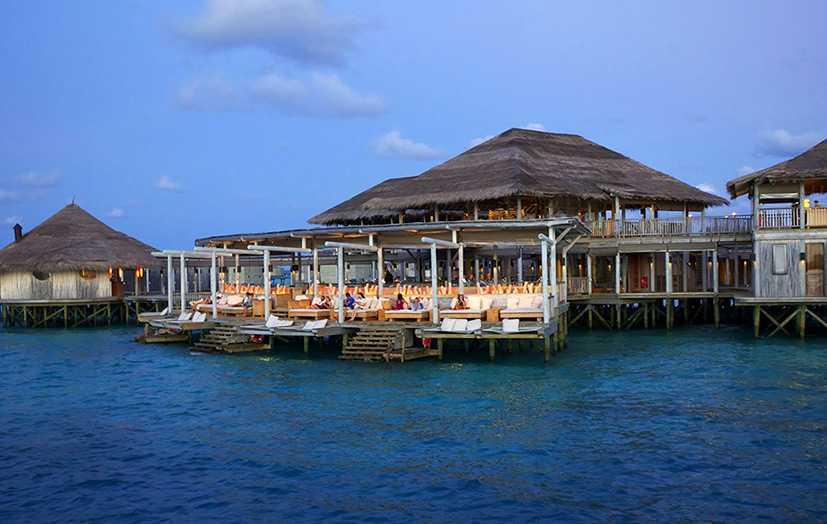 Отель Six Senses Laamu. Chill Bar.