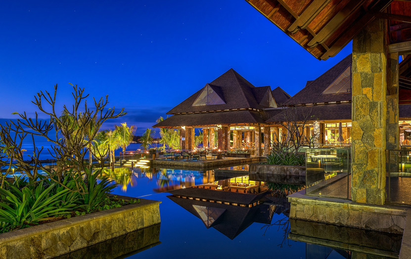 Отель The Westin Turtle Bay Resort & Spa Mauritius. Вид на ресторан.