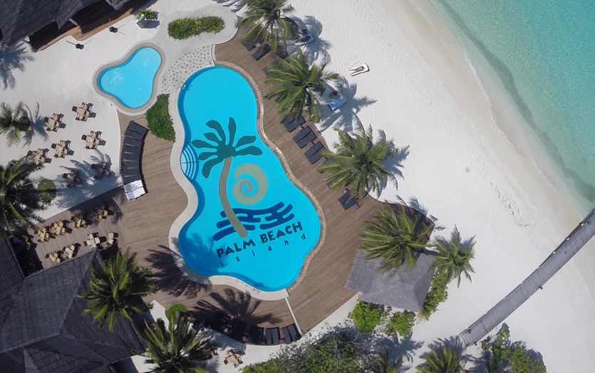Отель Palm Beach Resort & Spa Maldives. Вид на бассейн.