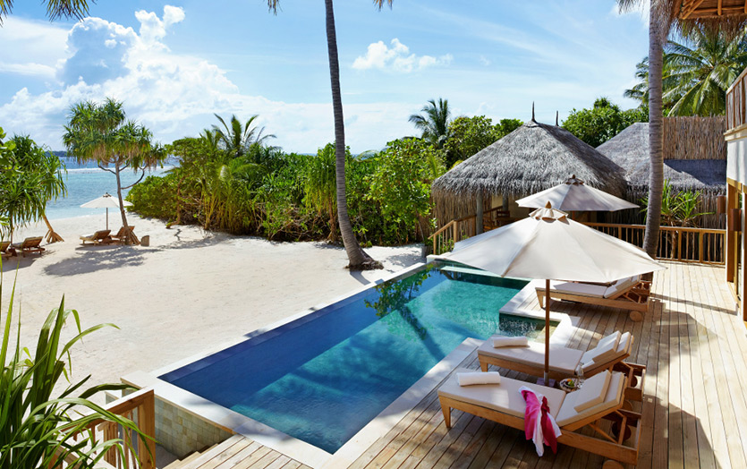 Отель Six Senses Laamu. 2-Bedroom Ocean Beach Villa with Pool. Вид на бассейн и океан.