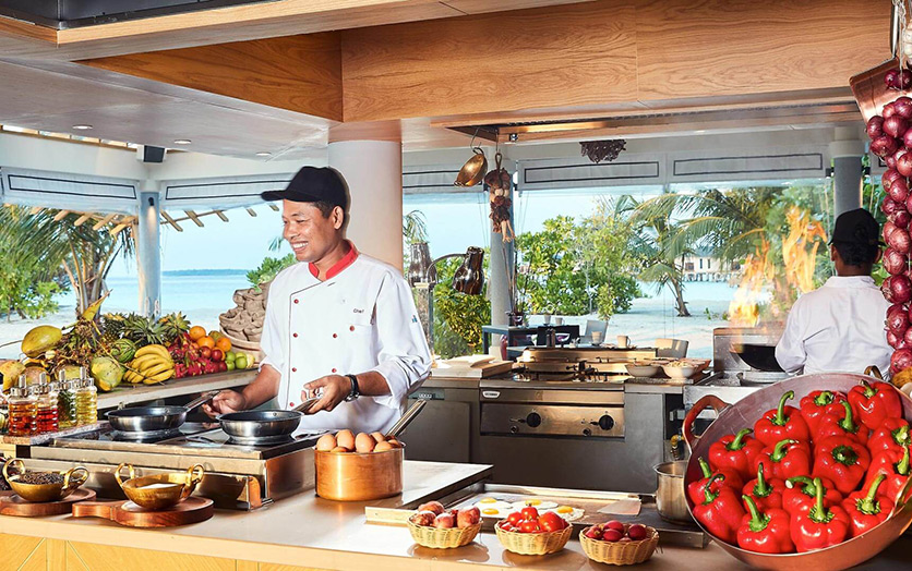 Отель Amari Havodda Maldives. Ресторан Amaya Food Gallery.