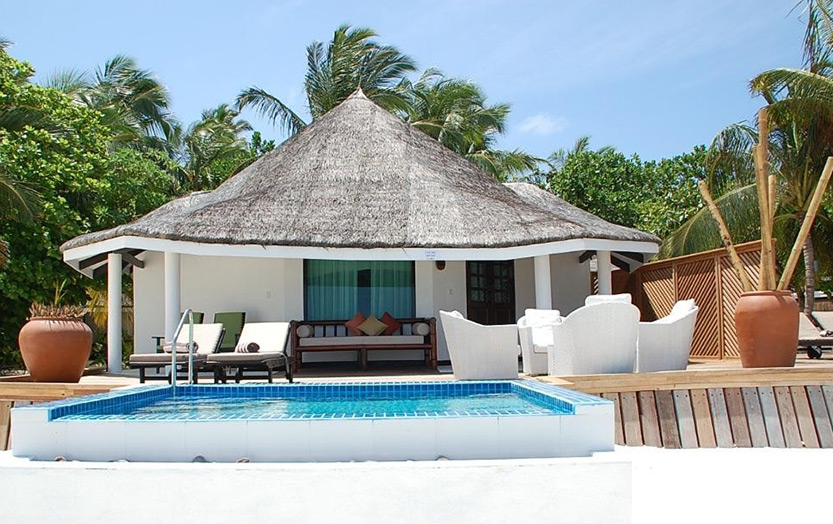 Отель Kihaad Maldives. Вилла Waterfront Beach Villa with private pool.