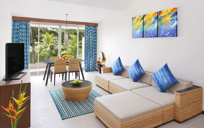 Seychelles Barbarons Resort - Avani Ocean View Suite, гостиная