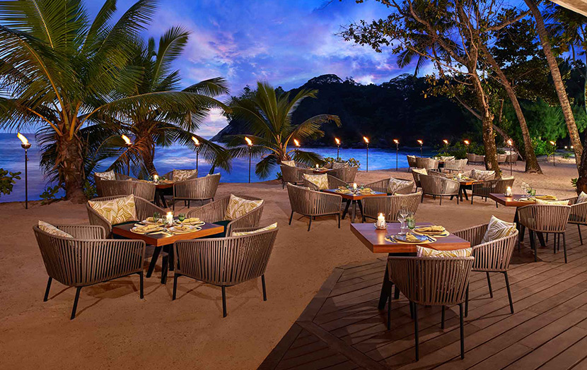 Ресторан Tamarind в отеле Avani Seychelles Barbarons Resort & Spa.