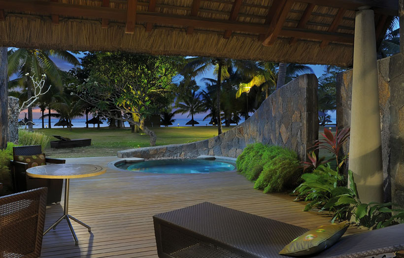 Отель Beachcomber Trou aux Biches Resort & Spa. Номер Beach Front Pool Suite.